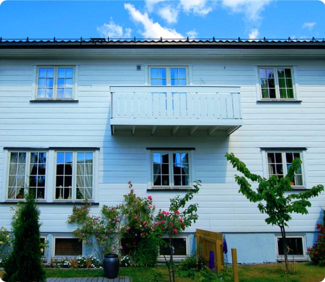 Деревянный балкон как выступающая часть перекрытия