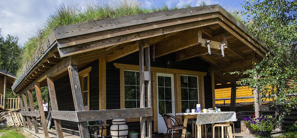 """Каркасный дом с зелёной крышей. Застройщик- ООО """"Твинстрой"""""""