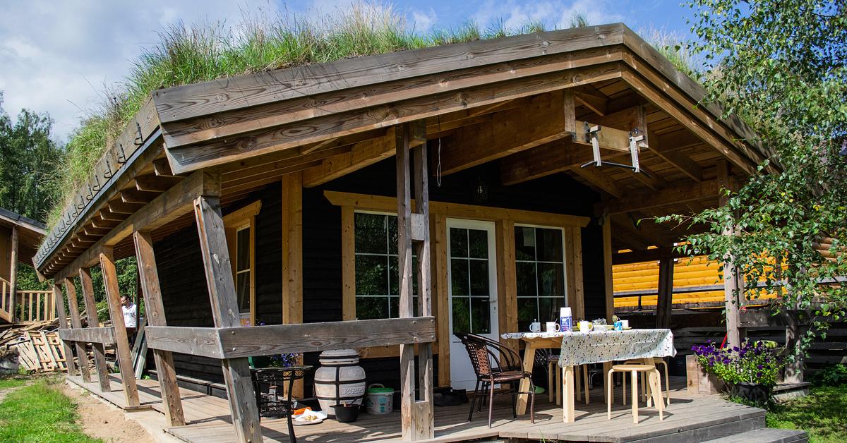 """""""Берлога""""- каркасный дом с зелёной крышей. Веранда"""